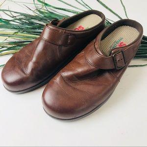 SAS. Brown leather mules tri-pad comfort